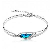 Elegantna srebrna zapestnica z modnim kristalom