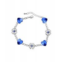 Očarljiva zapestnica s srčki in rožicami v modri barvi