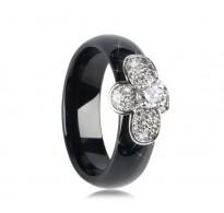 Ljubek prstan s čebelico