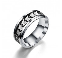 Očarljiv prstan z atraktivnimi detajli