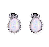 Prikupni srebrni uhani z belim opalom