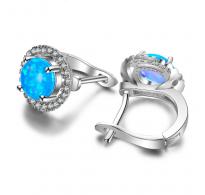 Modri opal in beli kristali CZ sestavljajo te čudovite srebrne uhane