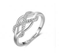 Zaročni prstan iz srebra rodinirane čistosti ter krsitali
