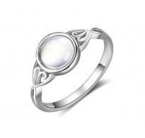 """Šarmanten srebrn prstan """" Mesečev kamen"""""""