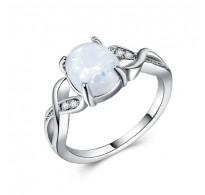 Prstan s prelepim opalom in kristali