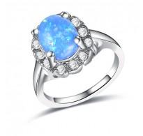 Atraktiven dizajn, prstan z modrim opalom
