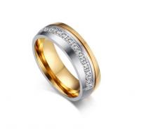 Prstan prefinjena kombinacija jekla, kristalov in pozlate
