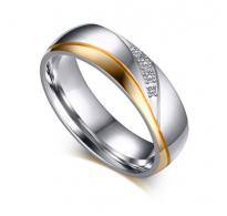 Prstan čudovito kombiniran z jeklom, kristali in pozlato