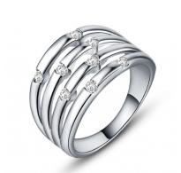 Edinstven prstan z ljubkimi belimi cirkoni
