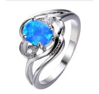 Očarljiv srebrn prstan z modrim opalom