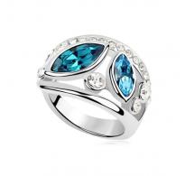 Atraktiven prstan s kristali Swarovski elements v modri barvi