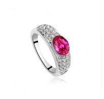 Prstan s čudovitim kristalom v barvi fuksije