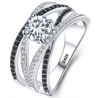 Izjemno bogat srebrn prstan v črno beli kombinaciji
