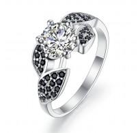 Pozorno detajliran srebrn prstan