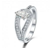 Izjemno lep srebrn prstan v obliki zanke