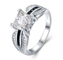 Graciozen srebrn prstan kraljevskih razsežnosti
