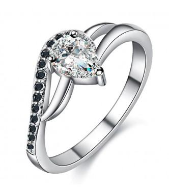 Čudovito izdelan srebrn prstan