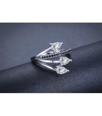 Izjemen srebrn prstan čudovitih podrobnosti