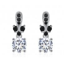 Elegantni srebrni uhani v črno beli kombinaciji