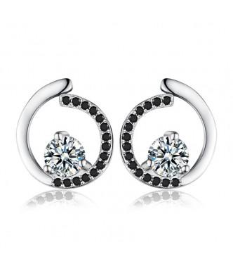 Atraktivni srebrni uhani modernega dizajna