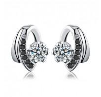 Čudovito svetlikajoči srebrni uhani