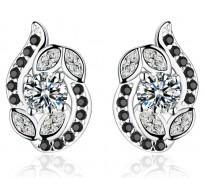 Čudovito detajlirani srebrni uhani v črno beli kombinaciji