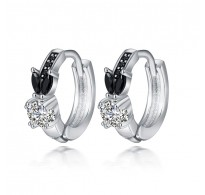Izjemno ljubki srebrni uhani v črno beli kombinaciji