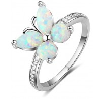 Ljubek srebrn prstan z metuljem, ki ima krila iz opala