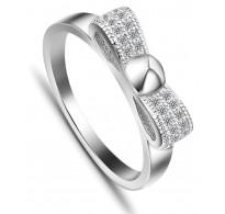 Čudovit srebrn prstan z bogato okrašeno pentljo