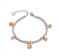 Zapestnica s perlicami in majhnimi talismani dreves