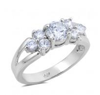 Graciozen srebrn prstan z bogatimi kristali CZ