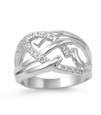 Atraktiven srebrn prstan bogatega dizajna