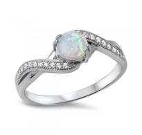 Ljubko oblikovan srebrn prstan z belim lab opalom