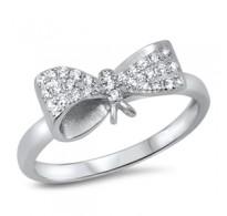Eleganten srebrn prstan s prelivajočo pentljo v metulja