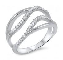 Srebrn prstan enostavnega in čarobnega dizajna