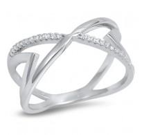 Lep srebrn prstan zanimivega dizajna