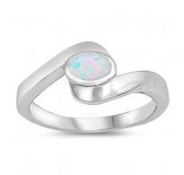 Ljubek srebrn prstan z belim lab opalom in močno simboliko