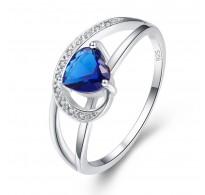 Dih jemajoč zaročni prstan z modrim srcem