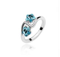 Ljubek rodiniran prstan s kristali v obliki cvetlic