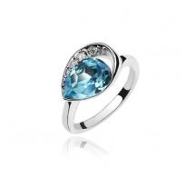 Rodiniran prstan s čudovitim kristalom Swarovski elements v obliki solzice
