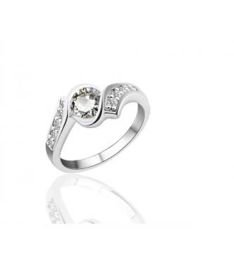 Osupljiv prstan s kristali CZ in prefinjenimi detajli