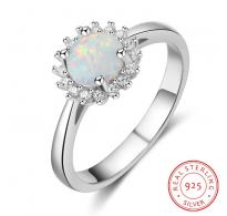 Ljubek prstan 925 silver z očarljivim belim opalom