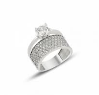 Glamurozen edinstven srebrn prstan s svetlečimi belimi cirkoni