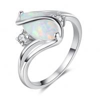 Atraktiven prstan 925 silver z belim opalom