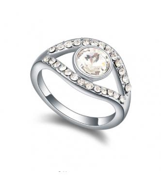 Bogato dekoriran lesketajoč prstan z belimi kristali