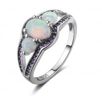 Srebrn prstan, glamurozen dizajn z belimi opali in kristali CZ ametist