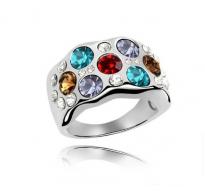 Prstan bogato okrašen z večbarvnimi kristali Swarovski elements