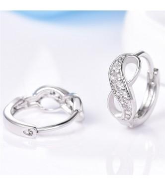 Edinstveni uhani Infinity z belimi kristali kubični cirkonij
