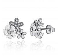 Očarljivi srebrni uhani z dizajnom cveta